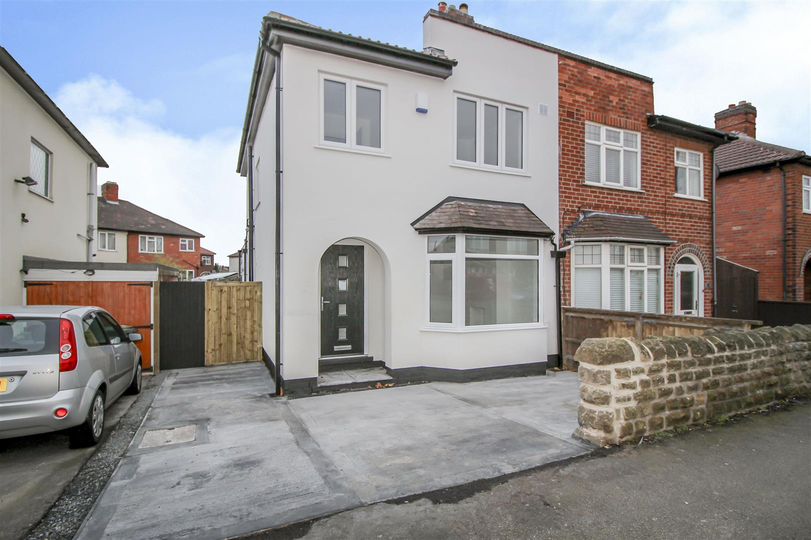 3 Bedrooms Semi Detached House for sale in Lilac Grove, Beeston Rylands